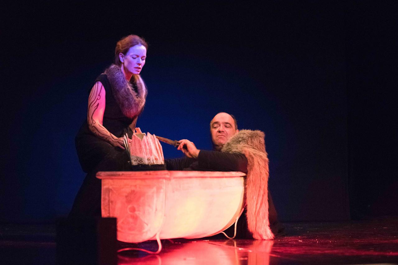 Macbeth beklagt die Bürde der Macht