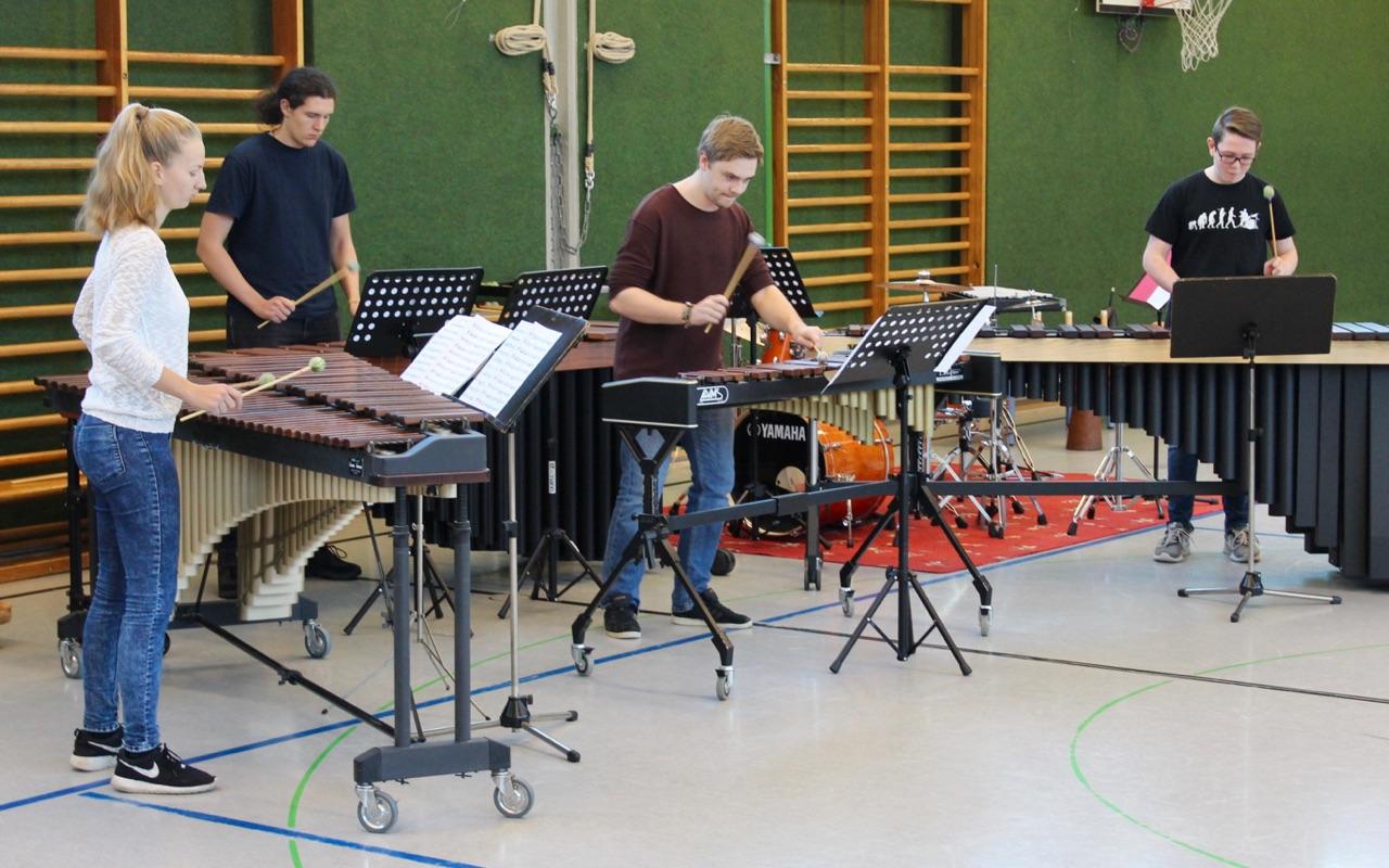 K.H. schlägt zurück · Quartett für Xylophon und 3 Marimba